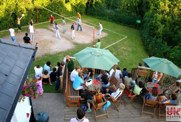 tis_School terrace volleyball evening