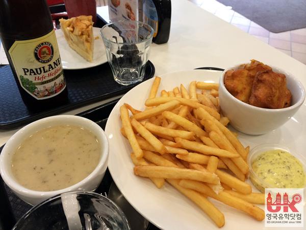 배고픔을 달래기 위한 감자칩과 맥주! 역시 관광지라 그런지 조금 비싸네요.