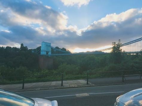 집 앞에서 바로 보이는 브리스톨 시스펜션 브리지
